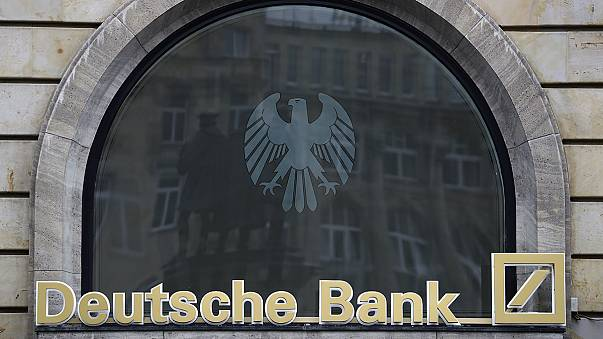 """""""دويتشه بنك"""" يعتزم جمع 8 مليارات يورو لتعزيز رأس ماله"""