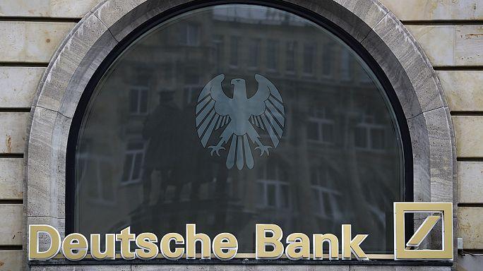Deutsche Bank crolla alla Borsa di Francoforte dopo l'annuncio del terzo aumento di capitale