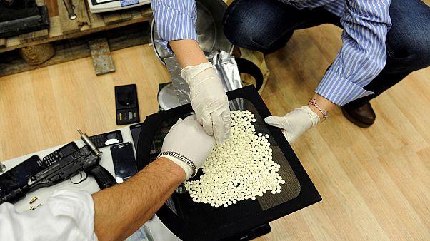 Grécia: apreendidos mais de meio milhão de comprimidos de anfetaminas