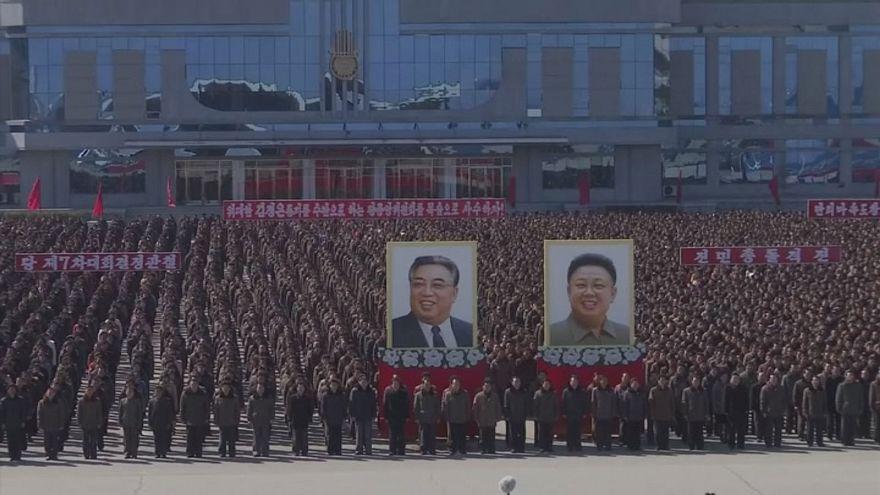 Felvonulás Észak-Koreában