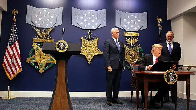 Trump firma nuovo decreto sull'immigrazione che non riguarda chi arriva dall'Iraq