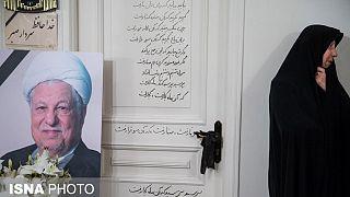 فاطمه هاشمی: درگذشت پدر برای ما مبهم است