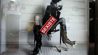 Aufschrei: Yves Saint Laurent Modells in umstrittenen Posen