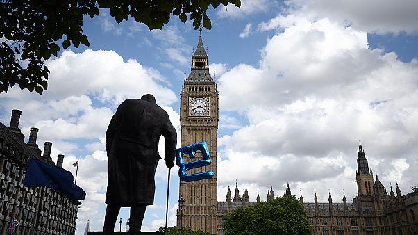A londoni felsőház parlamenti jóváhagyáshoz kötné a Brexit-megállapodást