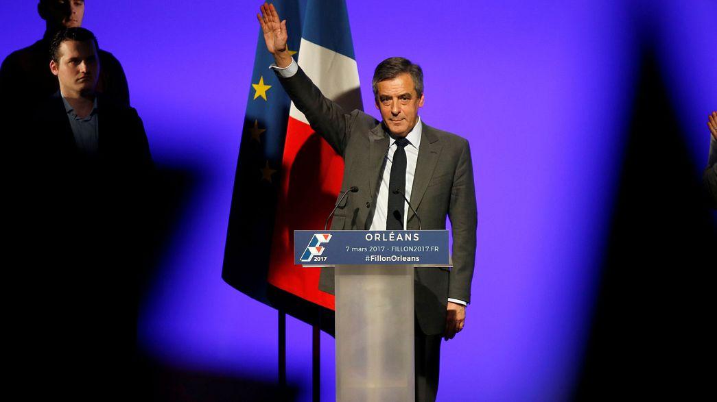 Francia. Nuove rivelazioni di stampa a carico di Fillon che salva l'appoggio dei centristi