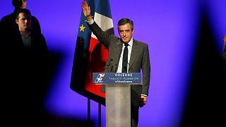 Çekilme çağrıları yapılan Fillon kampanyasına yeniden hız verdi