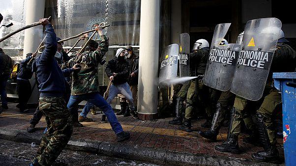 Grecia: choques entre agricultores y policías en una protesta contra la austeridad
