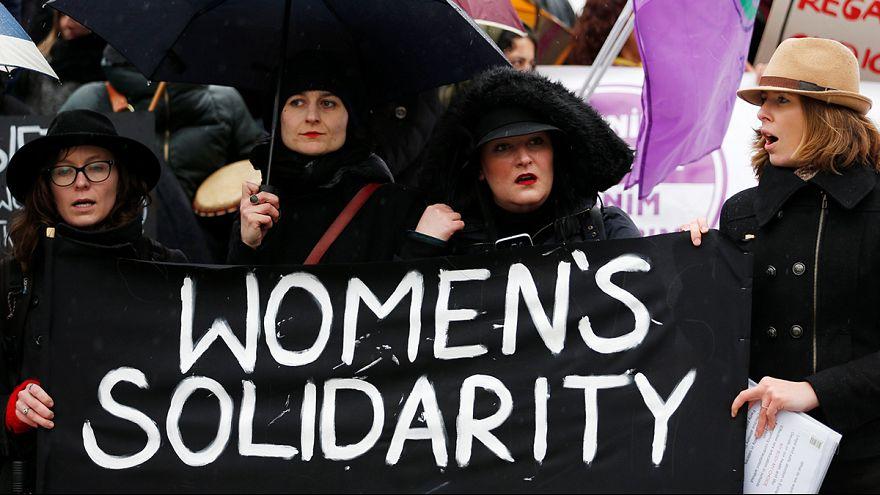 """اليوم المرأة العالمي: """"الفتاة والثور"""" رمز لعدم المساواة بين الجنسين"""