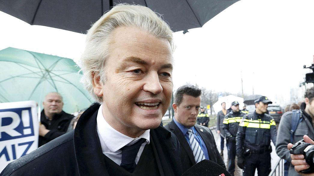 Geert Wilders manifeste devant l'ambassade de Turquie