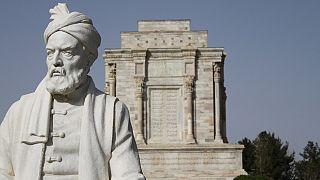 گفتگو با مجیب مهرداد، شاعر افغان: در افغانستان سانسور فرهنگی نداریم