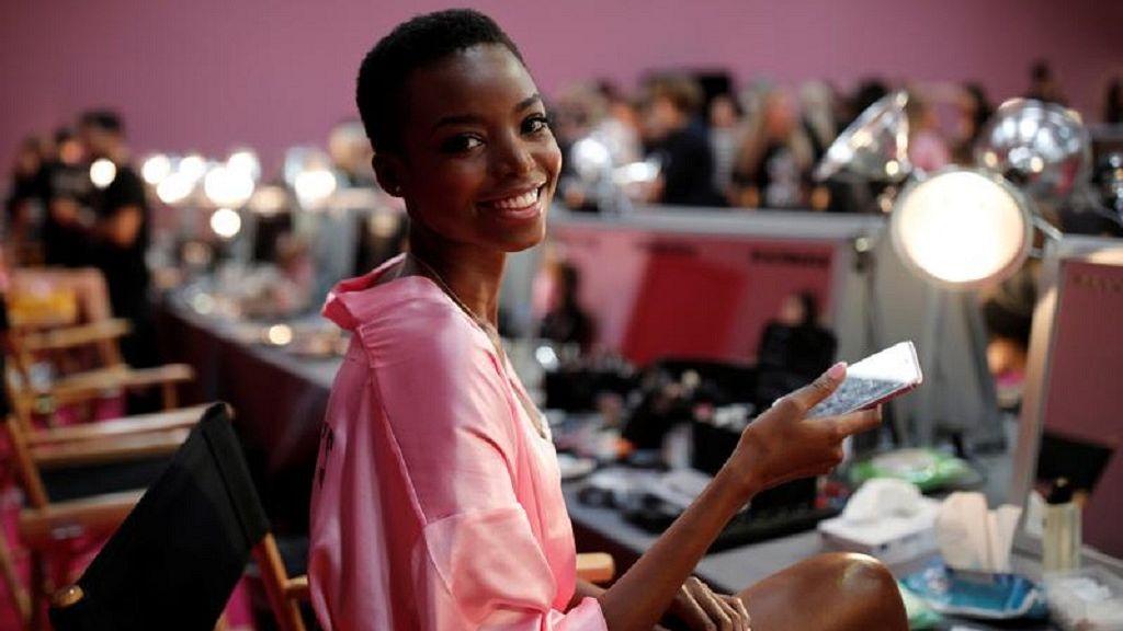 De 24 años de Angola modelo 'cubre' Elle USA mag con su 'natural ... - africanews 1