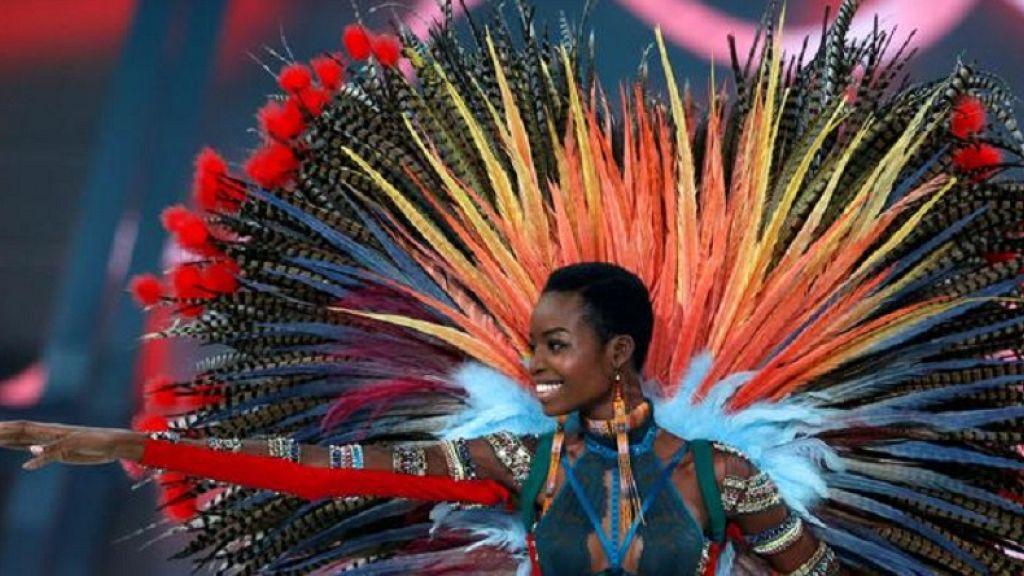 De 24 años de Angola modelo 'cubre' Elle USA mag con su 'natural ... - africanews 2