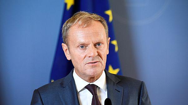 """""""Breves de Bruxelas"""": Tusk luta por reeleição e o choque com lei húngara"""