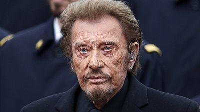 Le chanteur français Johnny Hallyday annonce être malade d'un cancer