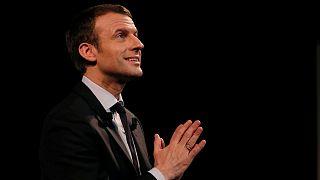 Presidenciais francesas: ex-autarca socialista de Paris declara apoio a Macron