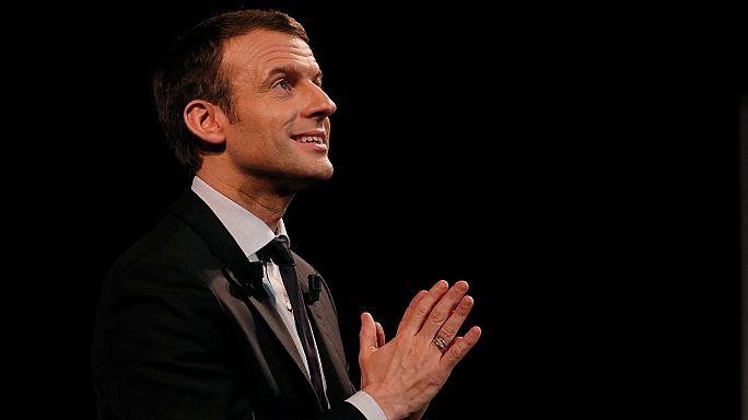 Francia. Macron ottiene l'appoggio dell'ex-sindaco PS di Parigi Betrand Delanoe
