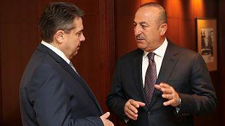 La reunión entre Çavusoglu y Gabriel no desactiva la crisis diplomática turcoalemana