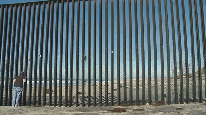 Illegal immigration numbers fall across US-Mexican border