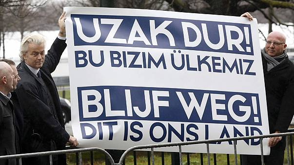 وزير الخارجية التركي: لن نخضع لفاشيين مثل الهولندي فيلدرز
