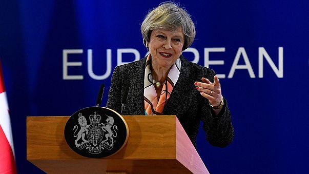 May reitera en Bruselas que activará el brexit antes de que acabe el mes