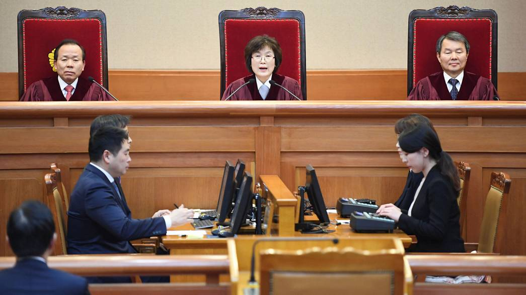 Al menos dos personas mueren en las protestas contra la destitución de la presidenta surcoreana