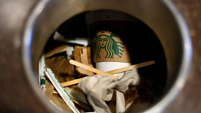 Starbucks' customer support 'wanes' after CEO's refugee hiring promise