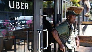 Afrique du Sud: des chauffeurs de taxi bloquent l'aéroport de Johannesburg
