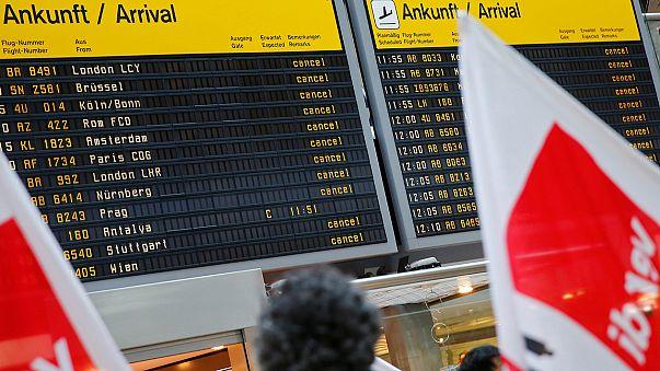 Aeroportos de Berlim paralisados por greve de 25 horas