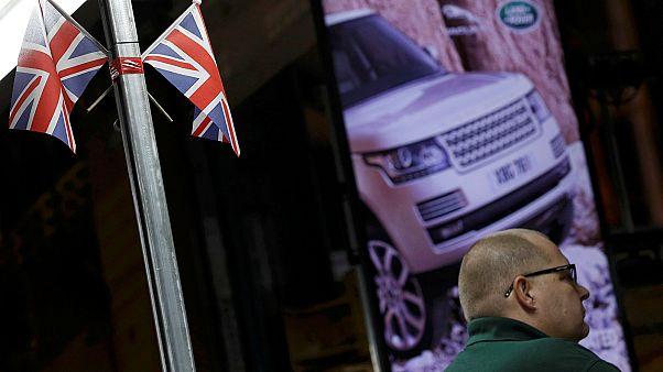 Великобритания: слабый фунт поддерживает экспорт