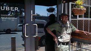 Sudafrica, protesta dei tassisti contro Uber