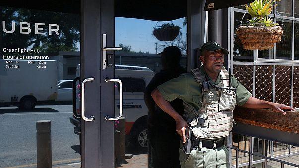 Таксисты, недовольные Uber, блокировали аэропорт Йоханнесбурга