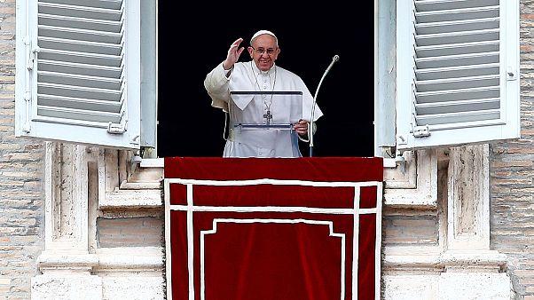 Nem zárkózna el házas férfiak pappá szentelésétől a pápa