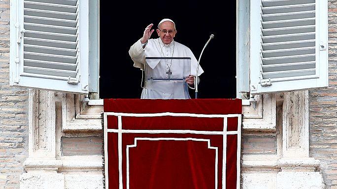 El papa no descarta la ordenación de hombres casados