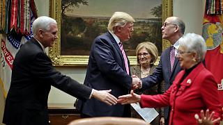 Donald Trump tenta sarar divisões em torno da reforma do Obamacare