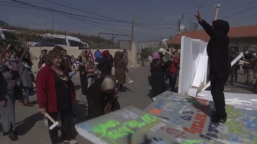 Gerusalemme, donne palestinesi e israeliane manifestano insieme