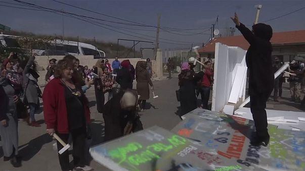 اسرائيليات وفلسطينيات تشاركن في مسيرة بالقدس بمناسبة اليوم العالمي للمرأة
