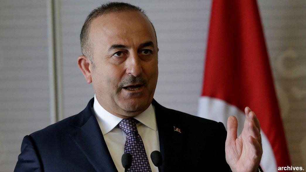 Holanda impede ministro turco de aterrar no país e realizar comício político