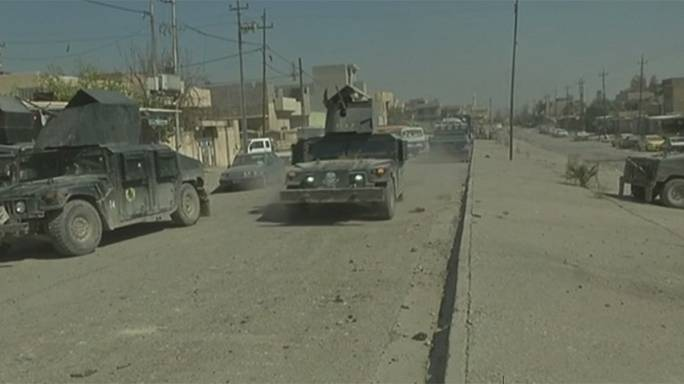 Жители покидают Мосул, иракская армия наступает