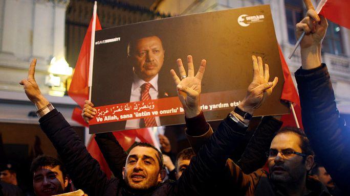 Manifestantes protestam em Ancara junto à embaixada holandesa