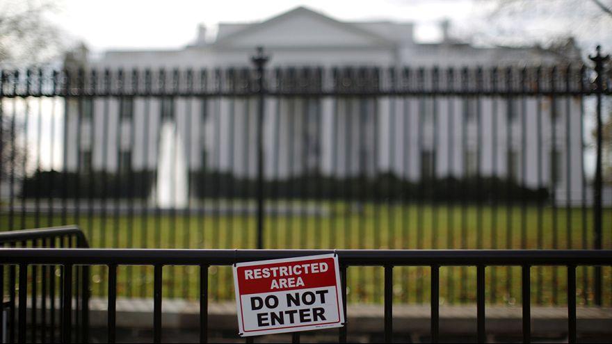 """Beyaz Saray'ın bahçesine giren """"sorunlu bir kişi"""" yakalandı"""