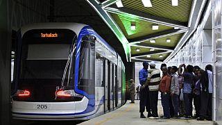 """Le tramway d'Addis Abeba, fleuron de la """"nouvelle Ethiopie"""", peine à convaincre"""