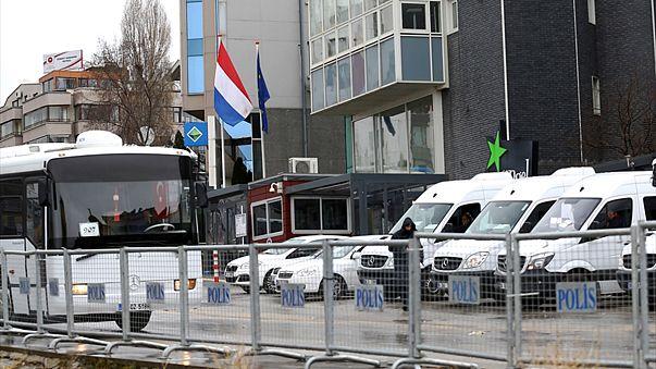 تركيا تتعهد بالرد على هولندا بقوة