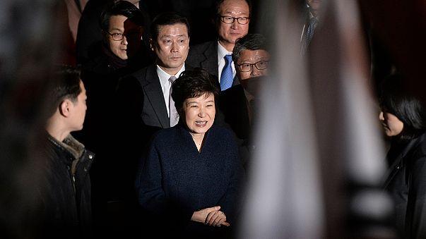 Elhagyta az elnöki palotát a leváltott dél-koreai elnök