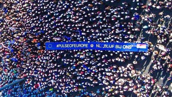 تظاهر آلاف المؤيدين للإتحاد الأوروبي في شوارع  عدة عواصم أوروبية