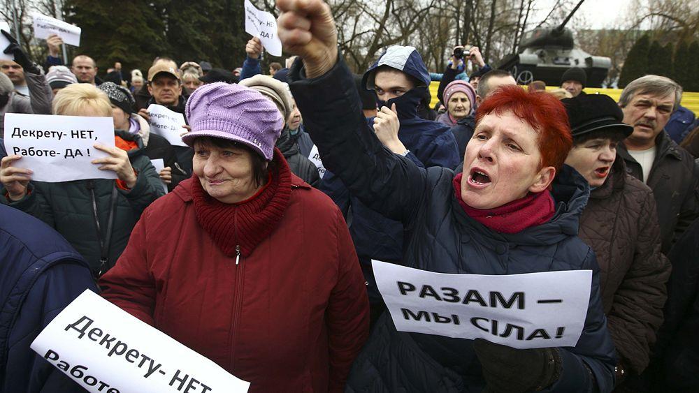 """Недовольные """"декретом о тунеядцах"""" требуют отставки Лукашенко"""