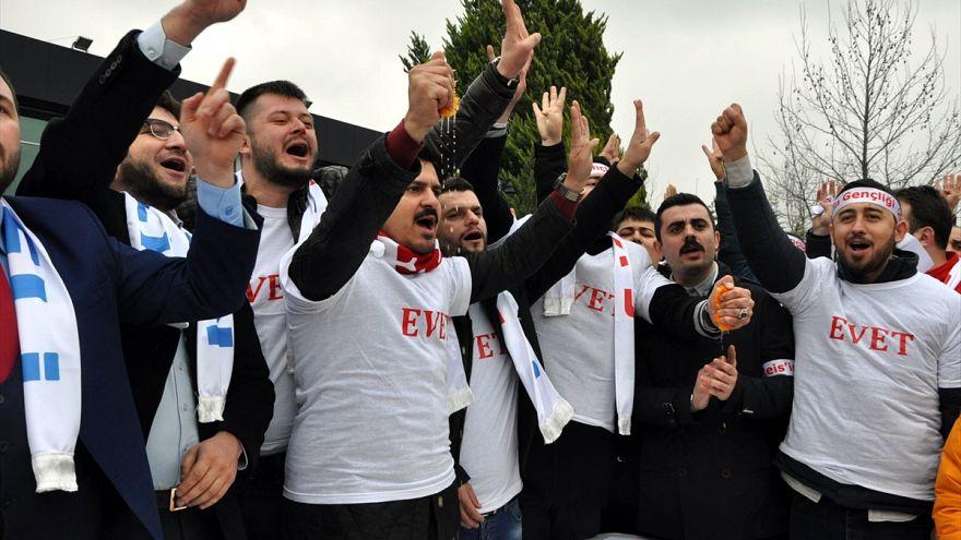 Turks squeeze oranges in anti-Dutch protest