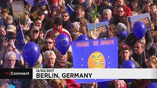 Miles de personas acuden a una manifestación proeuropeísta en Berlín
