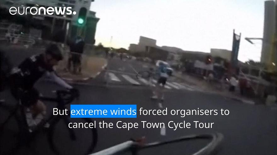 Cape Town wind batters cyclists