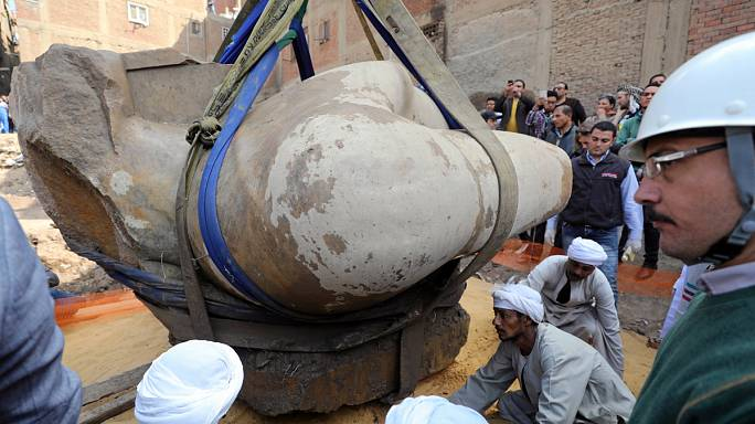 Egypt: bust of ancient Pharaoh lifted from slum