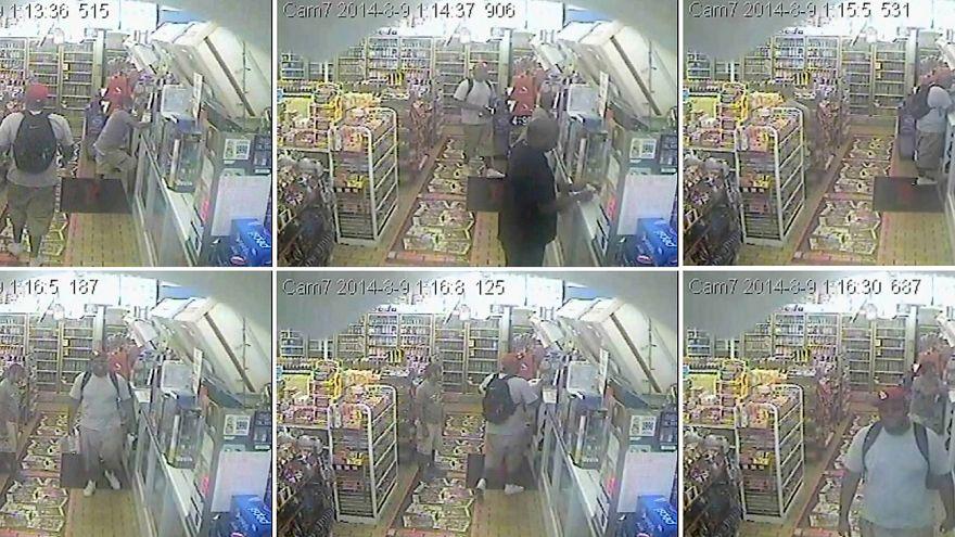 Ferguson, nuovo video mostra il 18enne Brown prima di venire ucciso dalla polizia
